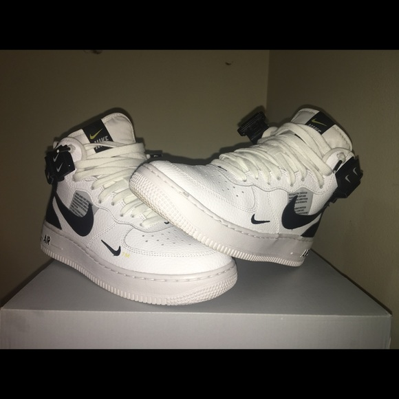 Air Force 1 Mid Lv8 (GS) Size 5.5 boys youth